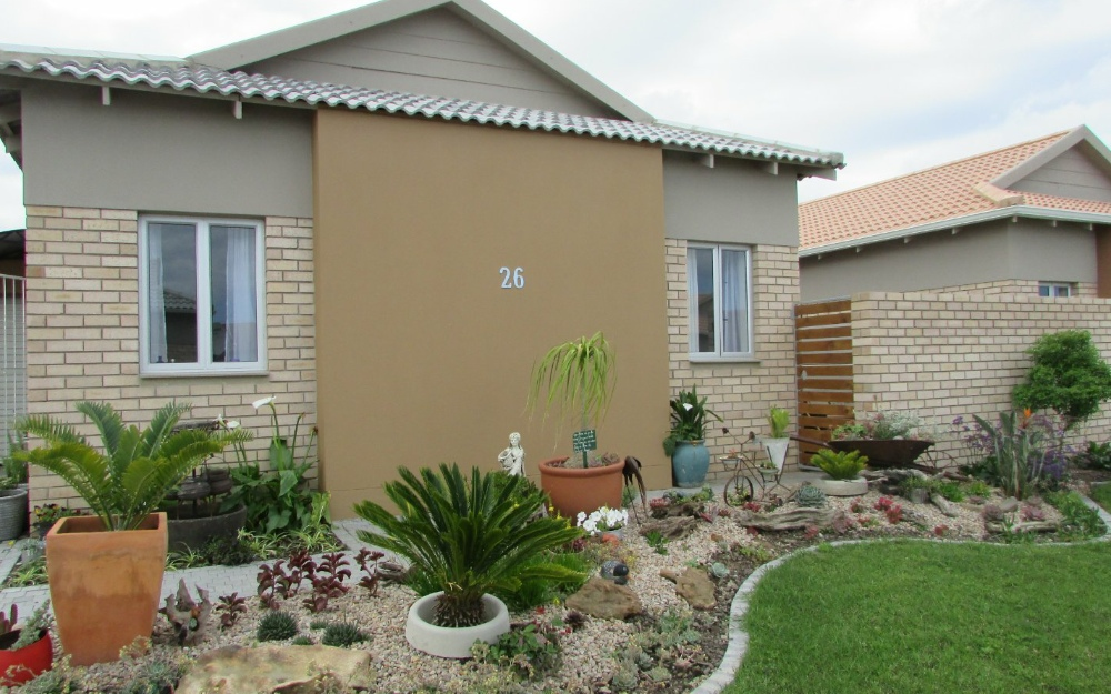 New low maintenance family home in the upcoming Mooikloof Country Estate.